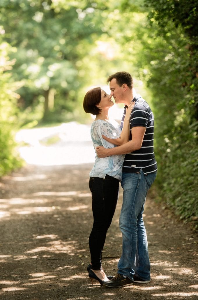 portrait photography couple kiss