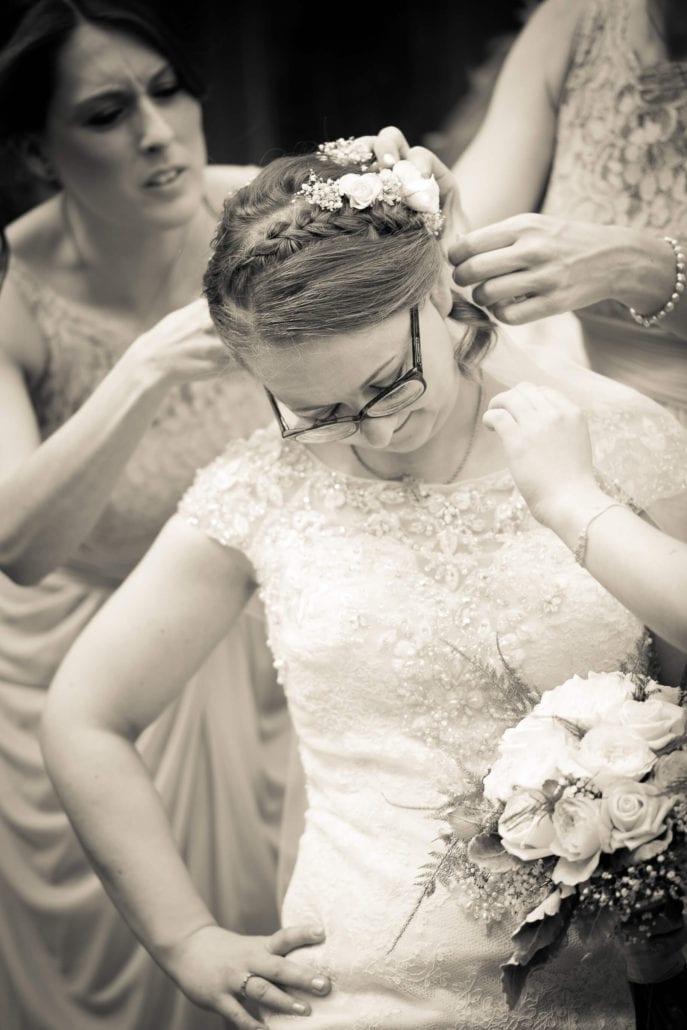 Wedding - Sorting hair