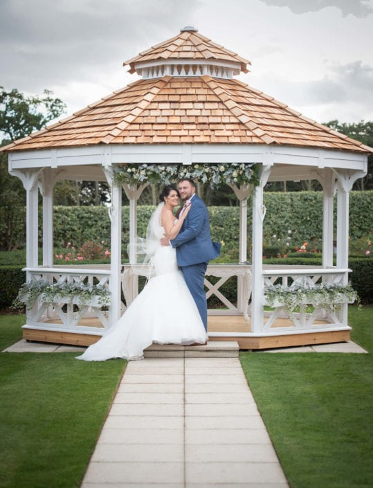 Newlywed portrait in gardens